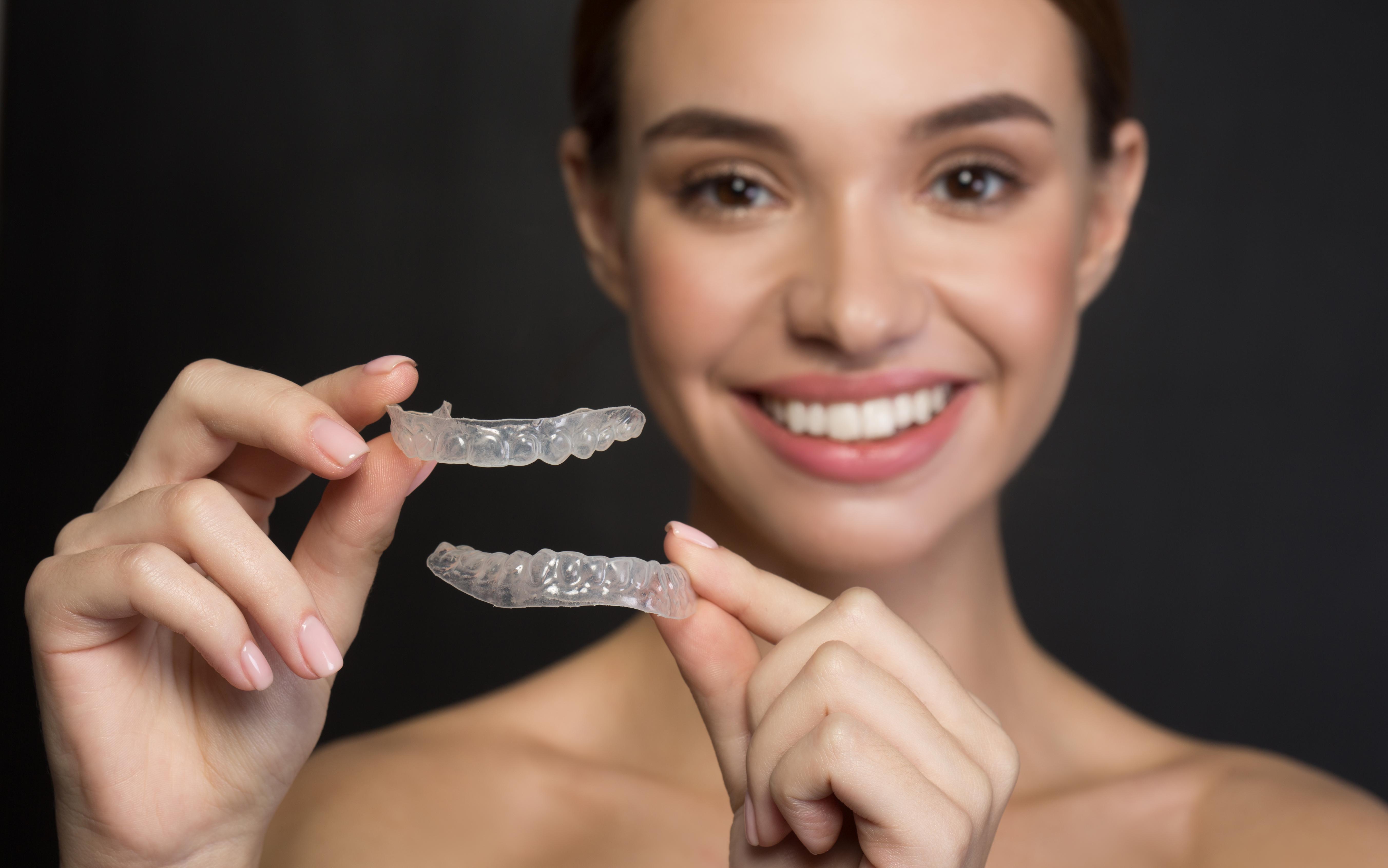 Подходящ ли съм за изправяне и подреждане на зъбите с прозрачни алайнери?