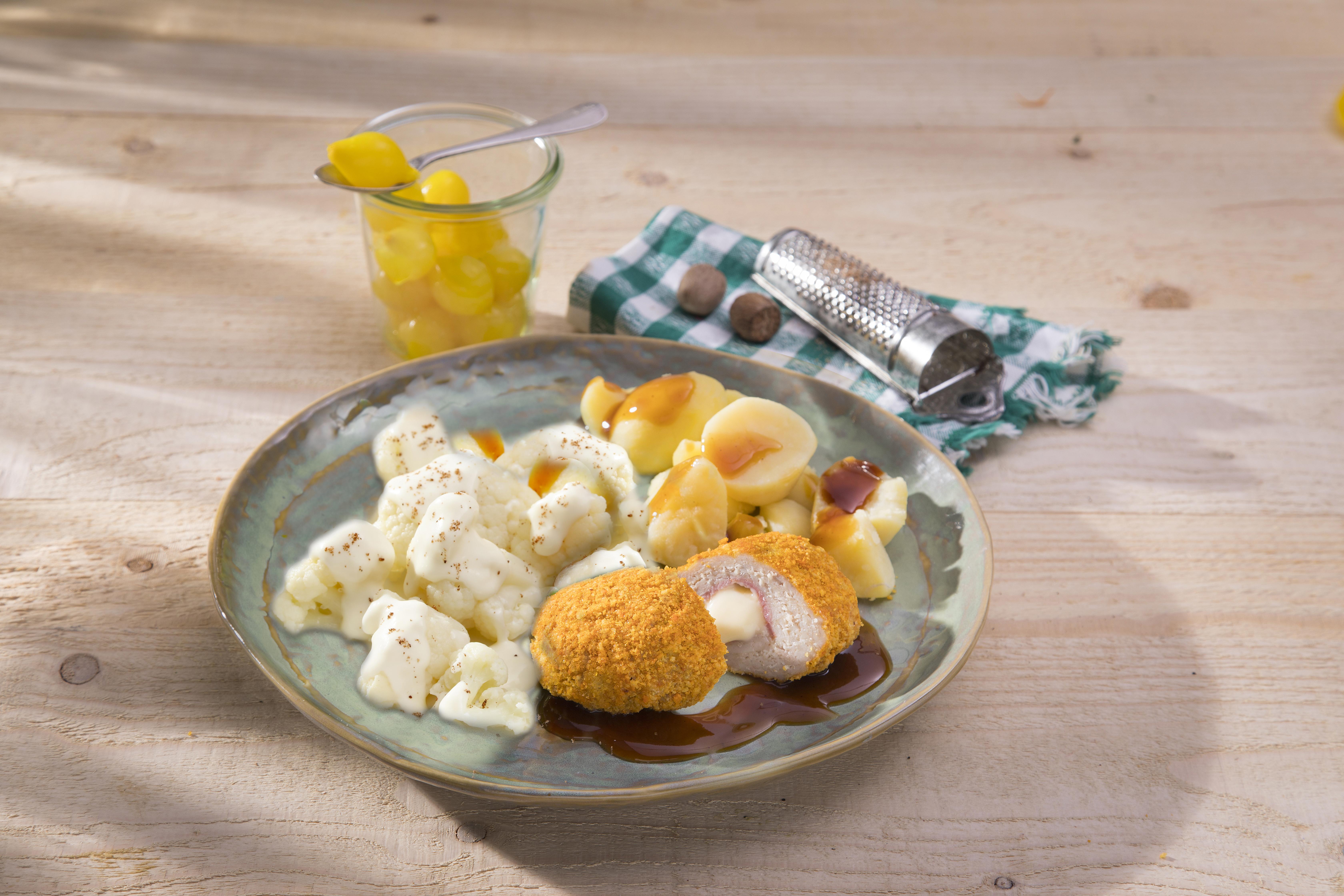 Kipgehakt Cordon Bleu met aardappelen en bloemkool