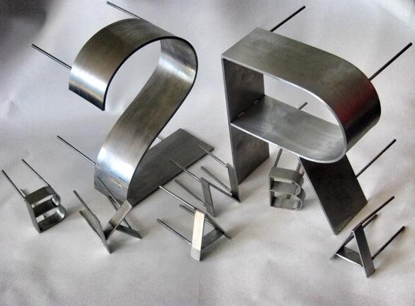 MODEL X - Werbeanlage aus Edelmetallen