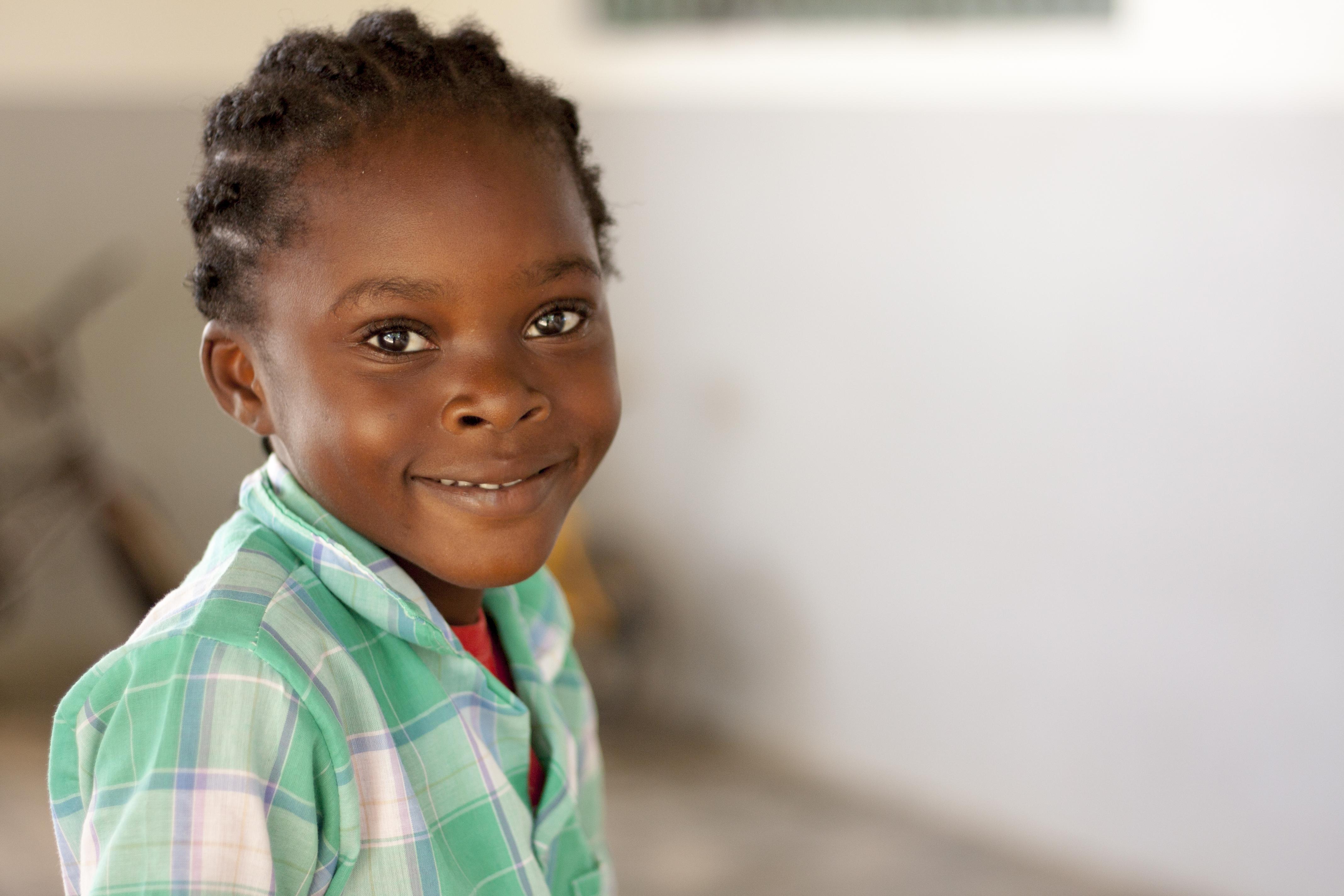 Kind op basisschool in Geyersvlijt, Paramaribo, Suriname